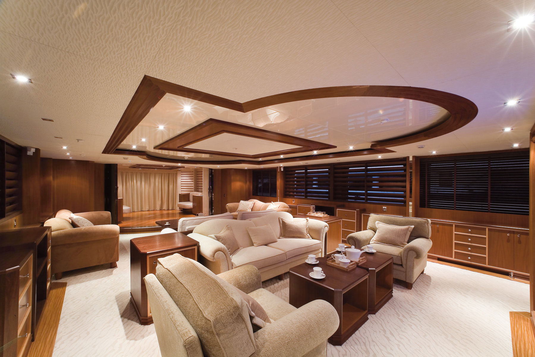 Luxury yacht Princess Iolanthe - Saloon - Image courtesy of Mondo Marine